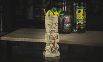 Mr. Bali Hai: Tiki-Cocktail mit Rum, Ananas und Kaffeelikör