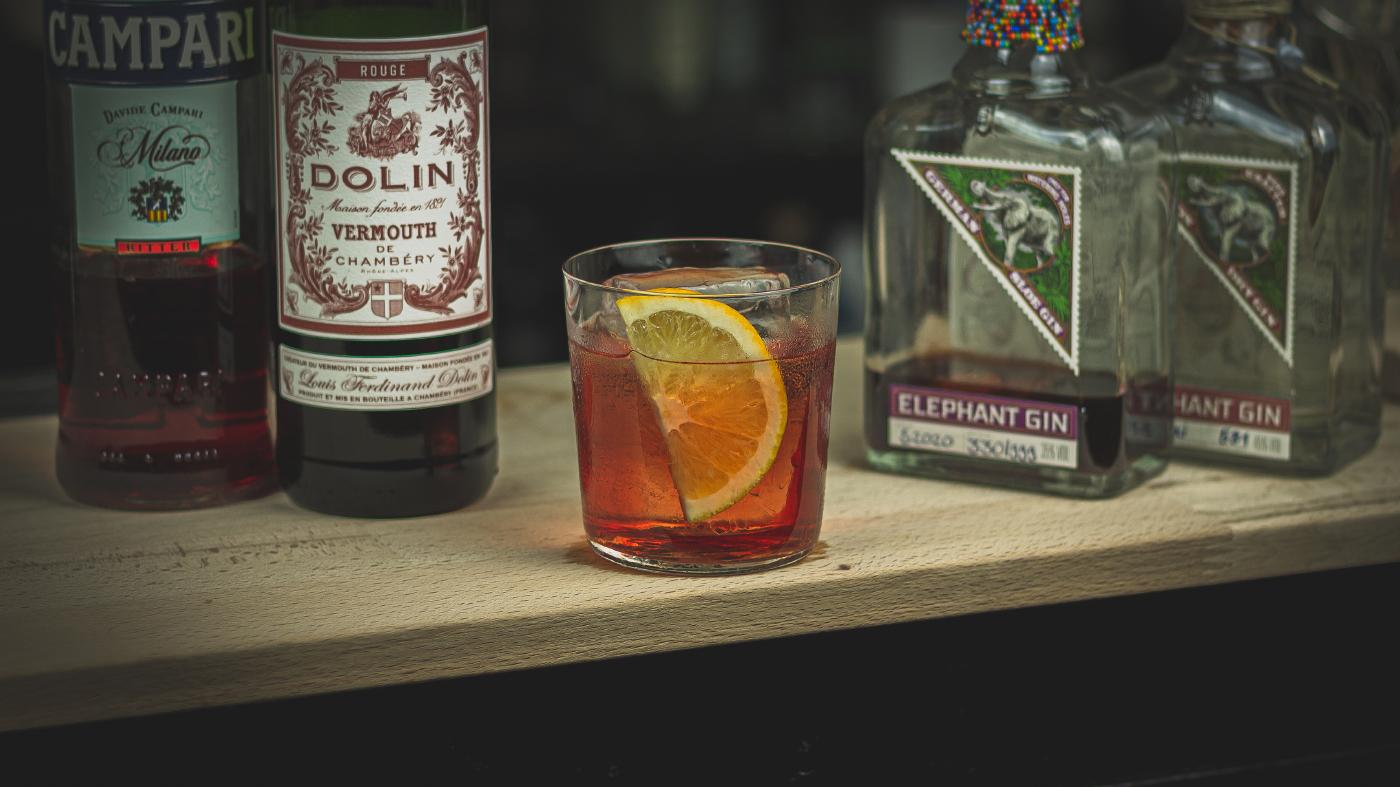 Sloegroni: Der fruchtige Negroni mit Sloe Gin