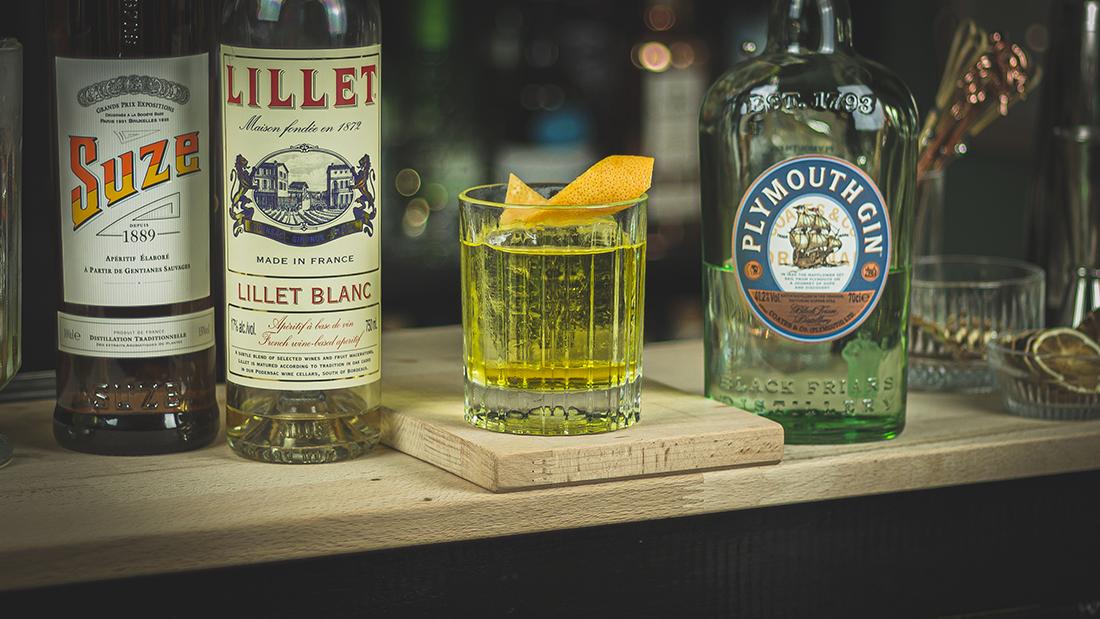 White Negroni: Gin, Lillet und französischer Enzian Likör